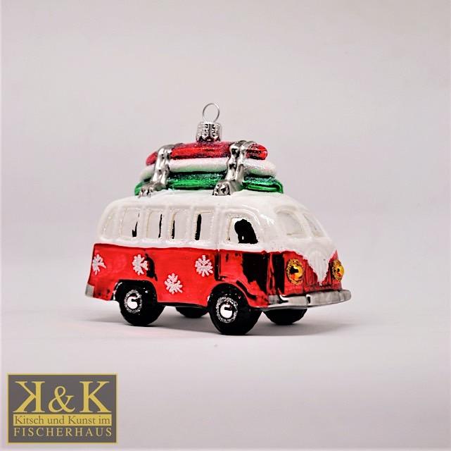 VW Bus mit Surfbrettern